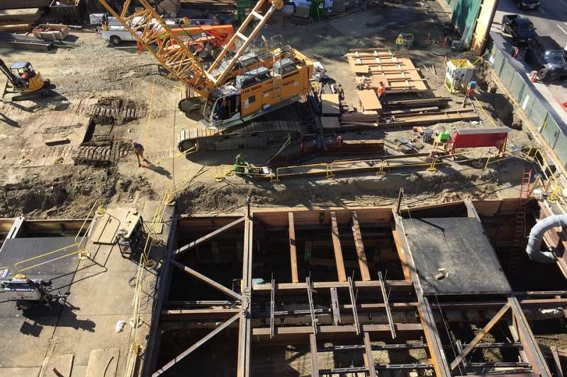 水泥 混凝土 砂石 起重機 勞工 建設 建商 營建工程(取自StockSnap@pixabay/CC0)
