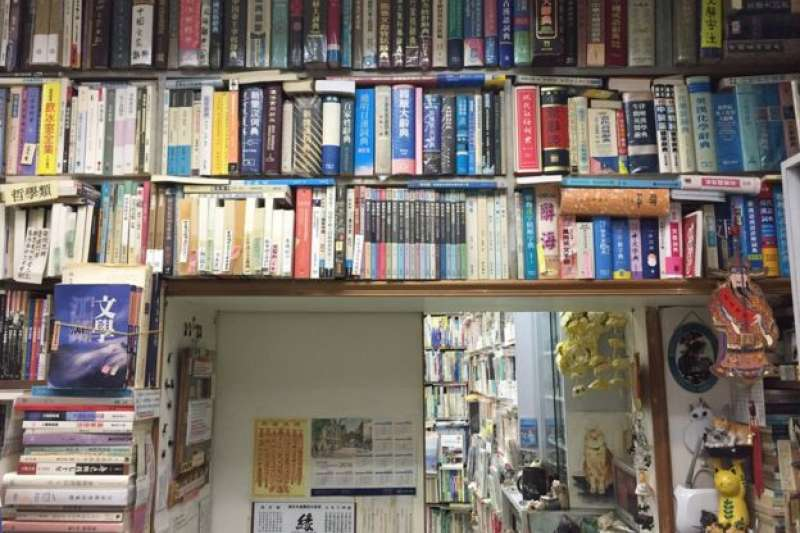 三百多呎的森記書店內有超過一萬本書。(BBC中文網)