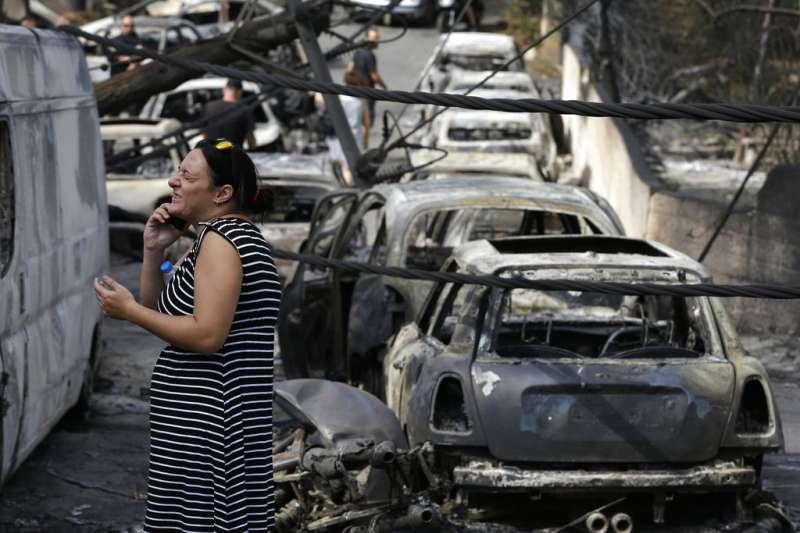 希臘發生10年來最嚴重的森林大火,馬蒂村遭火吞噬。(AP)