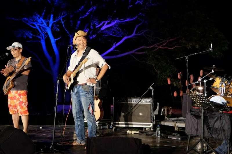「2018台灣東海岸大地藝術節—島群之間」將於7月27日到29日連續三個夜晚,以島嶼藍調、島群聲浪、島群搖擺為主題舉辦「月光˙海音樂會」,月亮將跟著歌從海平面緩緩升起。 (圖/觀光局東部海岸國家風景區管理處提供)