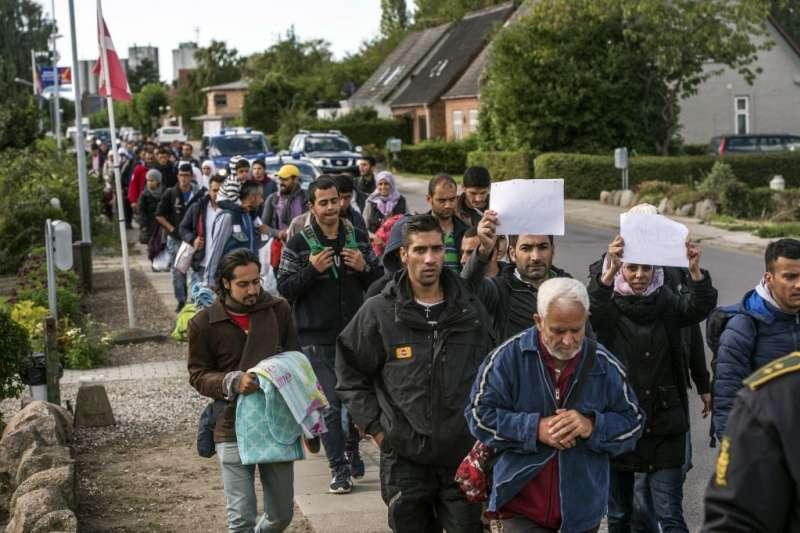 2015年,逾16萬來自敘利亞、阿富汗、伊拉克的難民湧入瑞典尋求庇護(AP)