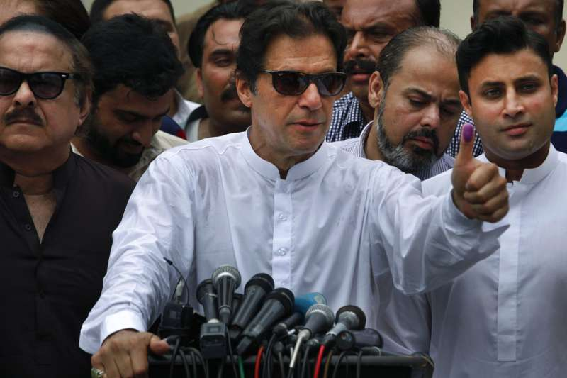 前板球名將汗恩領軍的第3勢力「正義運動黨」在巴基斯坦大選保持領先。(美聯社)