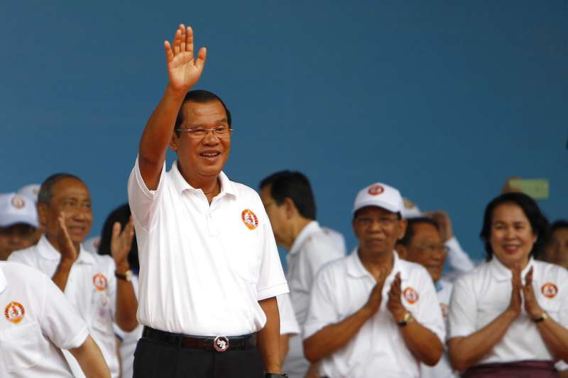柬埔寨總理洪森打壓反對黨、箝制媒體,意圖繼續掌權。(AP)