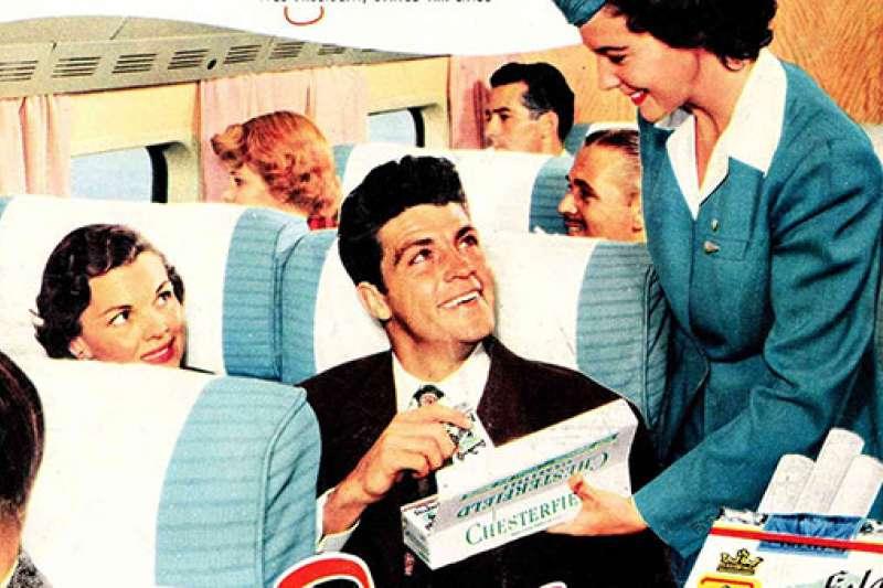 日前中國一場飛機急降意外,讓眾人驚覺中國機師竟然還能在飛機上抽菸!一連串的後續討論,曝出關於航空業禁菸,一段鮮為人知的歷史…(圖/愛范兒提供)
