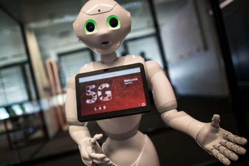 高速手機可以讓機器人、傳感器和更多機器相互交流。(BBC中文網)