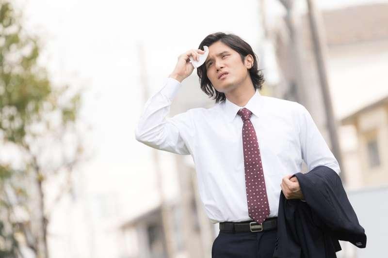 如果突然感覺頭暈頭痛、全身痠痛,多半是自律神經失調惹的禍。(示意圖/pakutaso)
