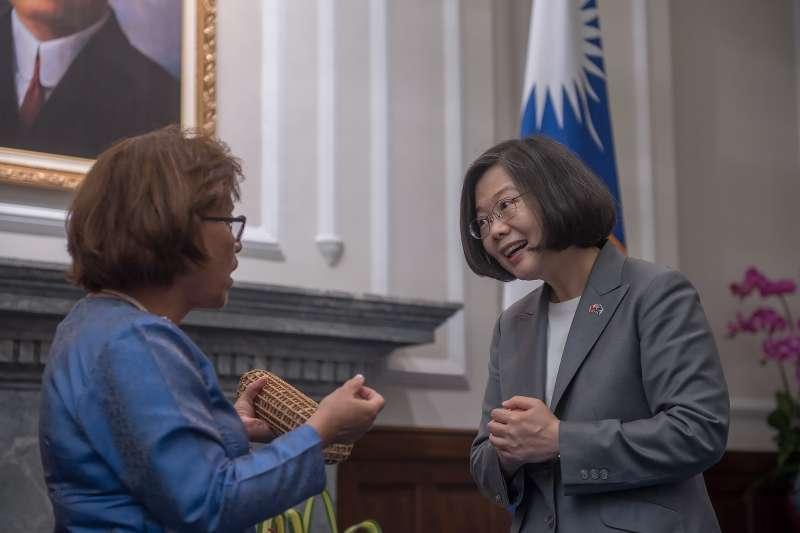 2018年7月27日,蔡英文總統會晤馬紹爾群島共和國海妮總統暨見證簽署《兩國國民互免簽證協定》及《海巡合作協定》(總統府)