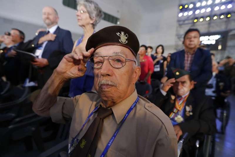 2018年7月27日,韓戰停戰協定簽署65周年,參與韓戰的比利時老兵修彭斯(Franciscus Ceuppens)參與紀念儀式。(AP)