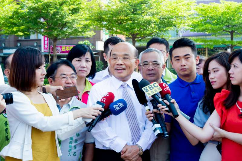 針對媒體提問「雙北白綠合作」,新北市長參選人蘇貞昌3日直接否認,指「現在沒有談到這種事。」(資料照,蘇貞昌辦公室提供)