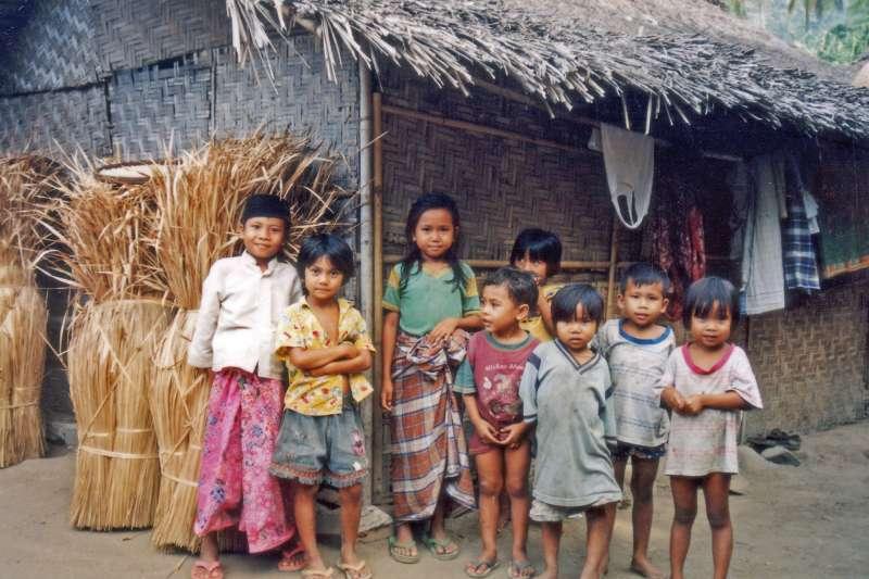 印尼龍目島的兒童(Merbabu@Wikipedia / CC BY-SA 3.0)