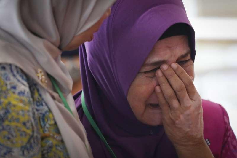 馬國政府30日公布MH370最終報告,家屬希望政府不要停止搜索調查。(美聯社)