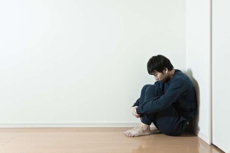 當「責任」與「像個男人」緊密連結、只剩下一種扁平的圖像時,將帶來難以計數的傷害。(圖/pakutaso)