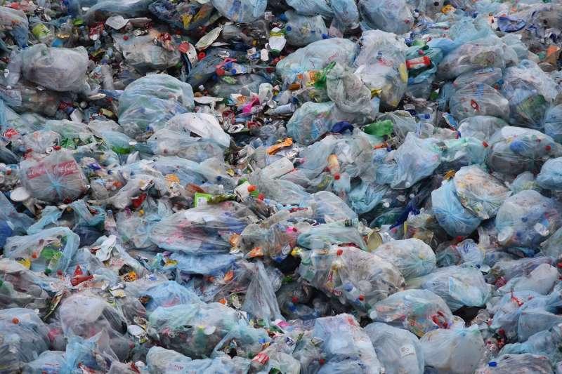 海底的垃圾你看不到,但卻成為海底生物的致命食物!(圖/pxhere)
