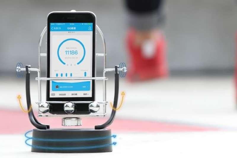 在中國,「偽造步數機」一個月內就熱銷 25,000 台!到底為什麼要掏錢「假走路」呢?(圖/截取自淘寶網)
