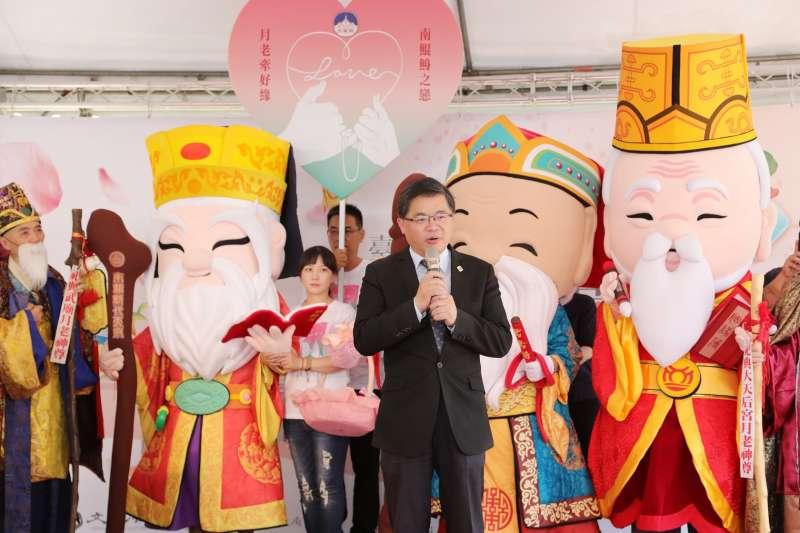 2018台南七夕愛情嘉年華啟動宣傳記者會,文化局公布籌備的4大方程式,以及新推出趣味十足的「愛情誕生扭蛋機」。(圖/台南市政府提供)