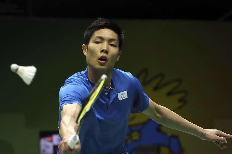 周天成在南京羽球世錦賽第二輪的比賽中,以直落二擊敗丹麥好手基姆奇,順利挺進16強。 (美聯社)
