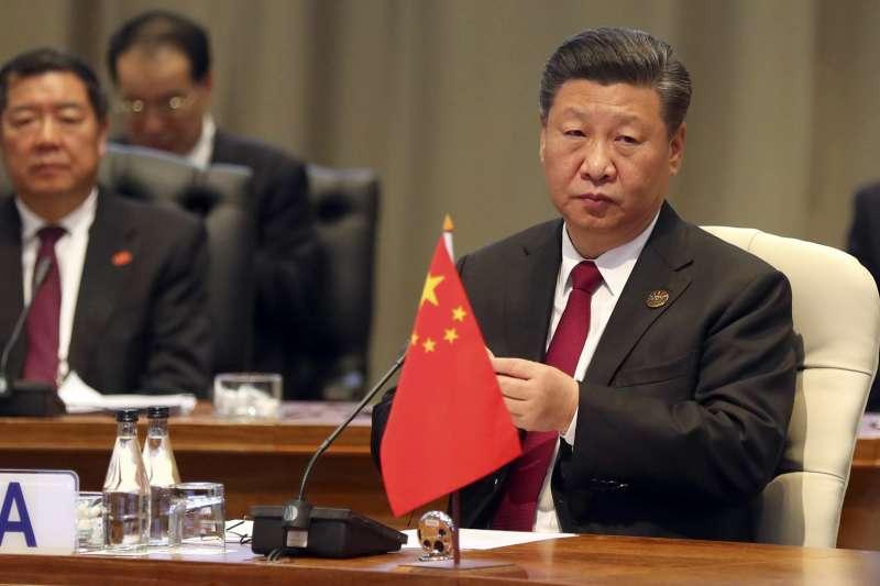 作者認為隨著美國與歐盟共同宣誓將致力消除多項產品關稅與貿易壁壘,並改革世界貿易組織規定,中國面對貿易戰的處境將更為艱難。圖為中國領導人習近平岀席金磚五國峰會。(美聯社)