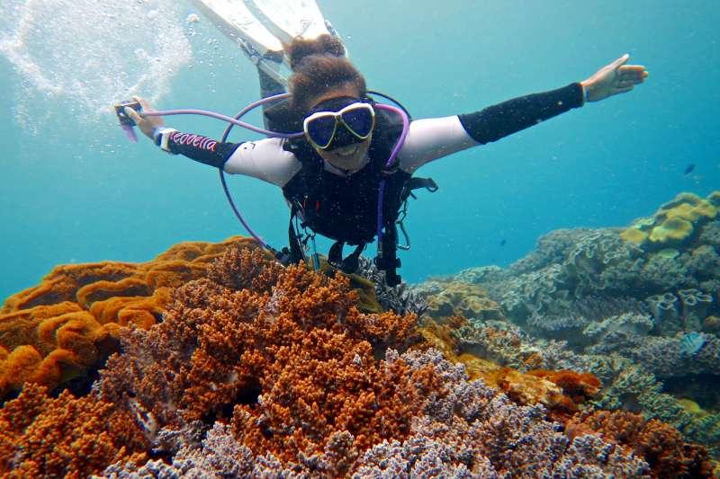 潛水是個緩慢的運動,身體心情越放鬆潛得越好也越好玩。(作者提供)