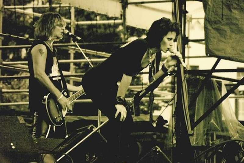 瓊.捷特堅持搖滾樂的傳統,卻也不斷有所突破與開創,在其職業生涯中被多次冠以「搖滾女皇」的美譽,更在2015年入主女性只佔10%的搖滾名人堂。(圖/想想論壇)