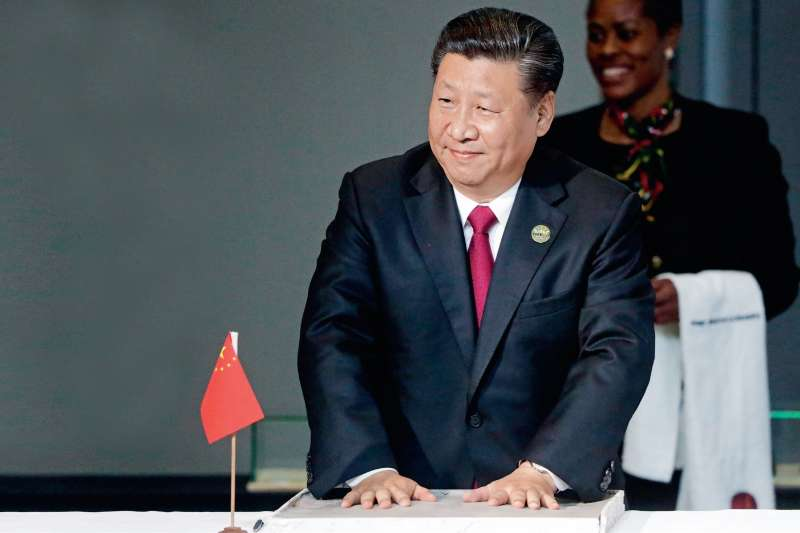 作者指出,在中美貿易摩擦加劇背景下,中國出口成長本就不樂觀。同時,因今年第二季以來,儘管美元指數漲幅有限,但美元兌部分新興市場國家貨幣顯著升值。(多維提供)