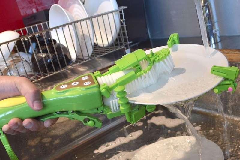 手持式洗碗機收納方便,不必如傳統洗碗機般特地騰一個區域放置。(圖/翻攝自 Thanko,智慧機器人網提供)