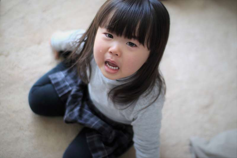 許多打人父母常將生活中孩子發生的事情,連結到過去遺留下來的事件,讓他們無法為自己設定界線。(圖/MIKI Yoshihito@flickr)