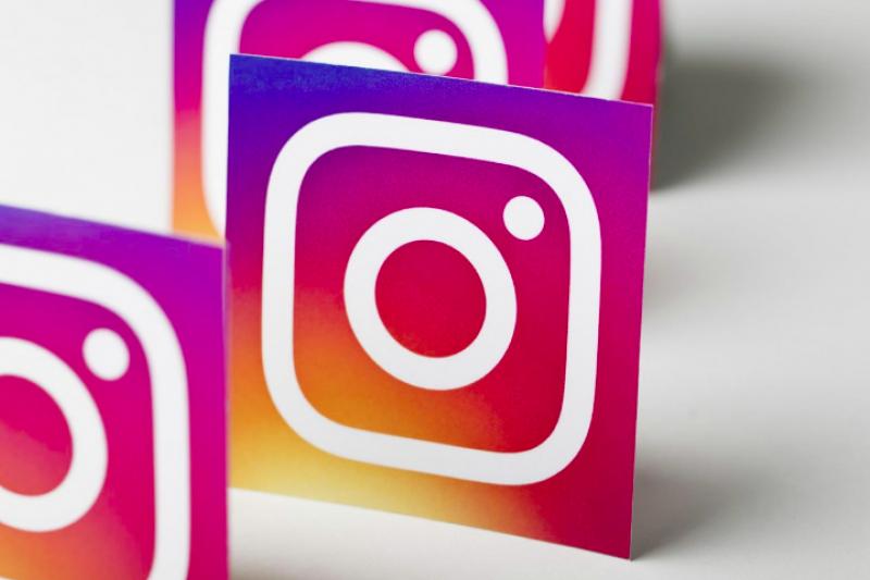 網紅力量有多可怕?Instagram 富豪榜上的第一名,一則貼文收入高達3,000 萬元,大概是許多人幾十年的薪水。(圖/取自shutterstock,數位時代提供)