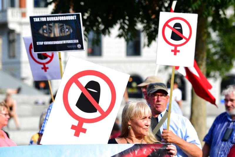 穆斯林女性能否在公共場合穿戴頭巾,近年成為各國論辯焦點。(美聯社)
