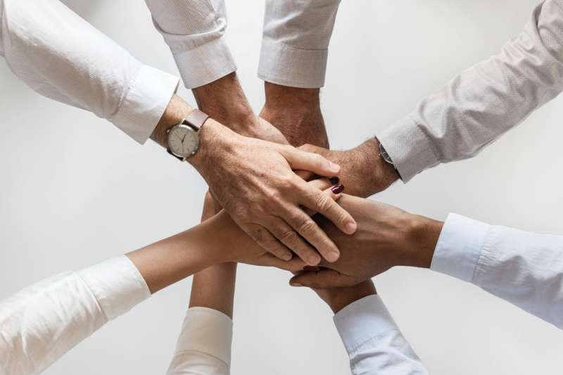 筆者認為,個人提出意念和新方向的能力要比群體強得多;一旦意念誕生,就可以經由群體加以發揮並提出多種發展方向。(取自Unsplash)