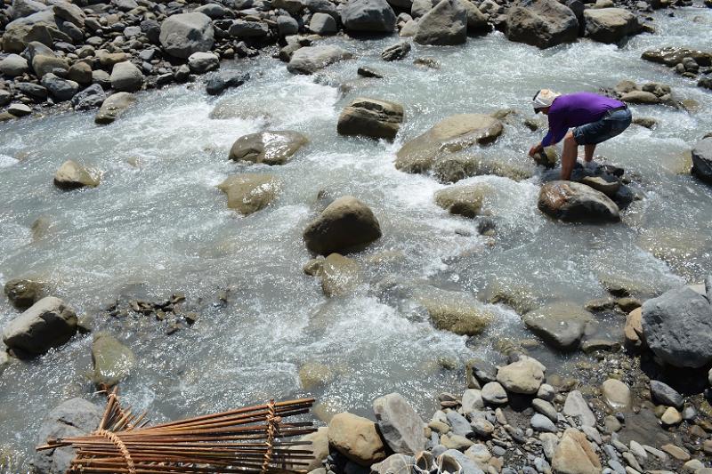逃出八八風災後就不再狩獵捕魚, 徐吉綠阿伯仍希望有方式,能將祖先的工藝智慧傳承給下一代。