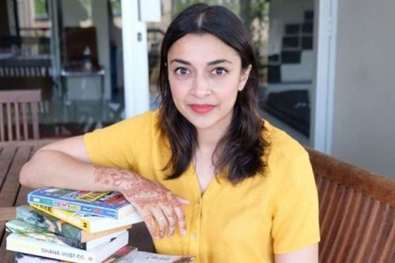 南非作家可汗(Shubnum Khan)在不知情下,讓自己的臉孔出現在全世界的廣告上。(取自網路)