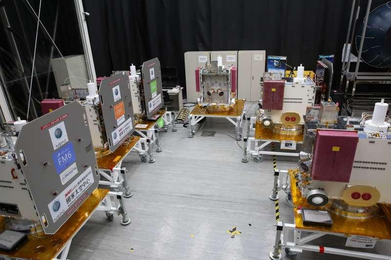 6顆福衛七號衛星安置於潔淨帳中。(資料照,科技部提供)