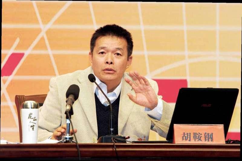 主張「強國論」的中國知名學者胡鞍鋼最近遭到網民圍剿。(取自網路)