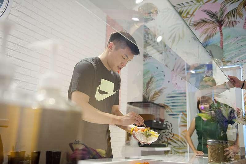 上個賽季效力於寶島夢想家的後衛周資華,在休賽期間完成自己另一個夢想,開一間屬於自己的餐廳。(圖由周資華提供)