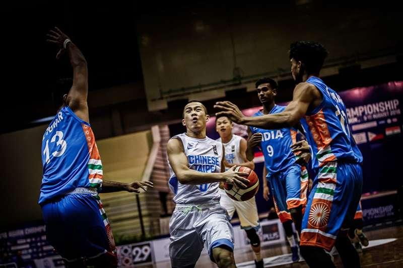 中華隊出賽亞洲U18籃球錦標賽,首戰面對印度打了一場硬仗,面對印度的長人陣在決勝節才靠著林勵關鍵三分,逆轉取勝。(圖取自FIBA官網)