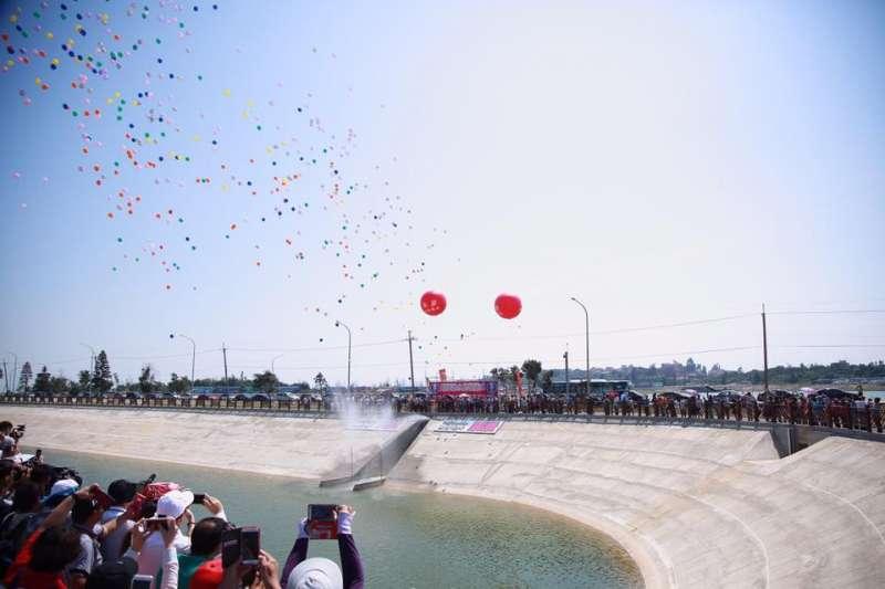 金廈引水工程見證儀式今舉行,金門縣長陳福海說,除了通水,未來還要通電、通橋,達到金門「新三通」。(翻攝陳福海臉書)