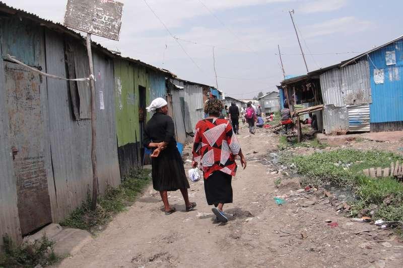 四個女人,說了自己在貧民區的家的故事。她們都沒有抱怨,也沒有掉眼淚,她們帶著笑容,艱苦中堅強的笑容。(圖/謝幸吟提供)
