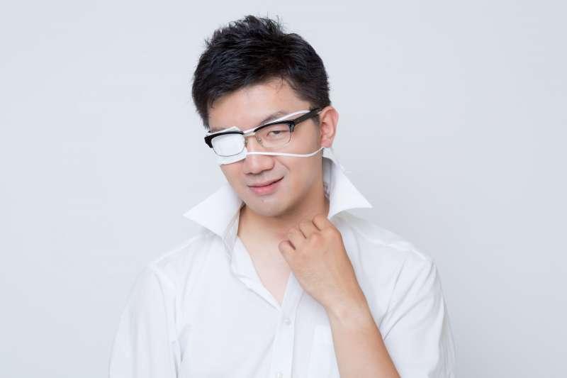 長針眼常被人說是「看了不該看的東西」,到底眼睛腫一塊是怎麼回事呢?(圖/PAKUTASO)