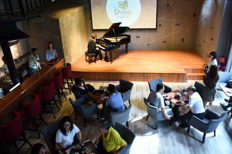 在高雄港邊的老倉庫內,除了搖滾熱血的獨立音樂,也將出現合諧且雋永的古典樂音,為高雄市民開闢另一種型態的音樂LIVE體驗。(圖/高雄市政府文化局提供)