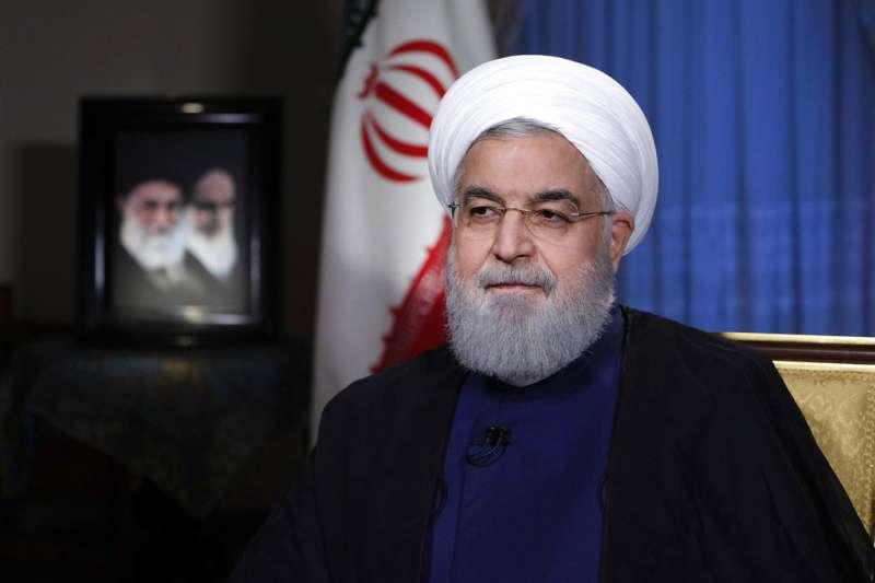 伊朗總統魯哈尼(Hassan Rouhani)6日發表演說,抨擊美國重啟對伊朗經濟制裁是在「打心理戰」。(AP)