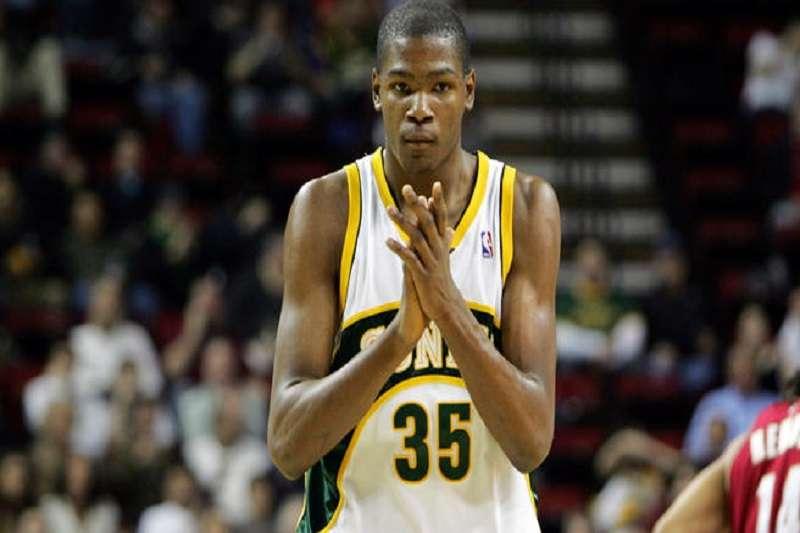 NBA宣布金州勇士與沙加緬度國王將於10月5日在西雅圖舉行季前熱身賽。 (美聯社)