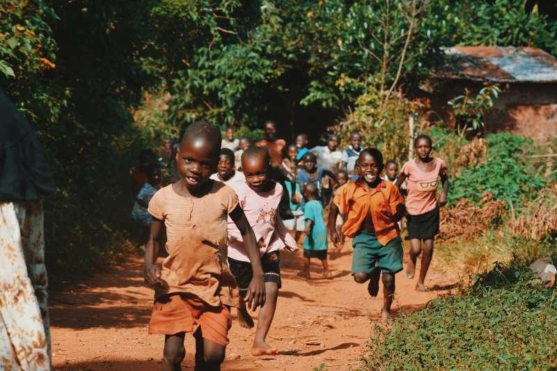 「為什麼在這裡創辦學校?」Melody歸於神的旨意。(圖/Seth Doyle@Unsplash)