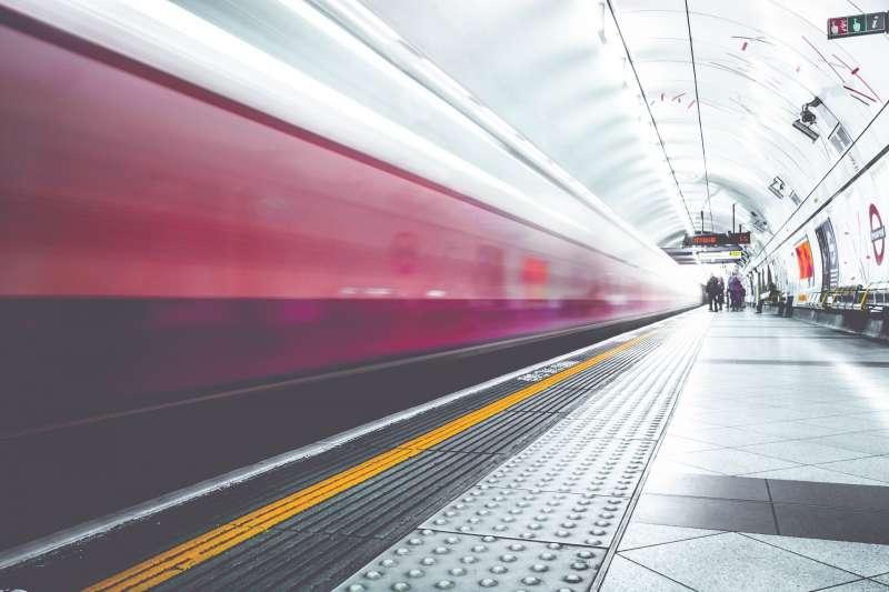 星馬高鐵建成後,有望紓解新加坡與吉隆坡兩地間每日的高航班密度。(示意圖/想想論壇提供)