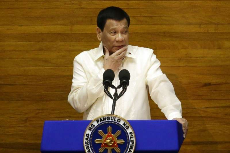 菲律賓總統杜特蒂在電視直播中威脅要把貪污腐化的警察殺掉。(AP)