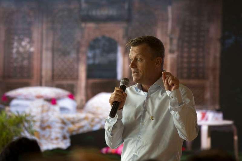 IKEA執行長布勞汀(Jesper Brodin)8日在印度首間IKEA致詞。(美聯社)