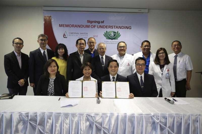 國璽幹細胞集團與花蓮慈濟醫院醫療團隊近日前往菲律賓進行「一國一中心計畫」參訪。(圖/國壐集團提供)