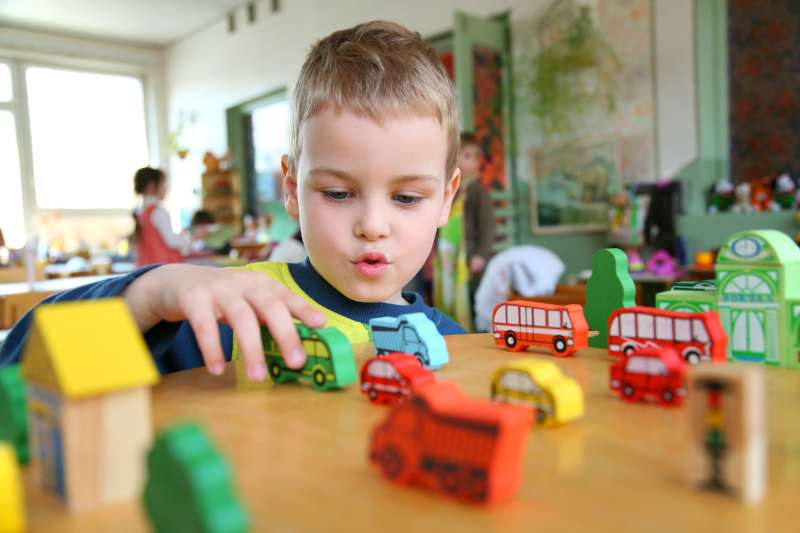 2019年9月開始,法國義務教育年齡將從現行的6歲提早到3歲。(圖/Lucélia Ribeiro@flickr)