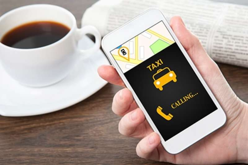 出國想叫車計程車,卻擔心跟司機無法溝通?9句「計程車英語」超實用、必學,學通簡單幾句就能應付各種狀況,在國外也能安心搭計程車!(圖/EF English Live提供)