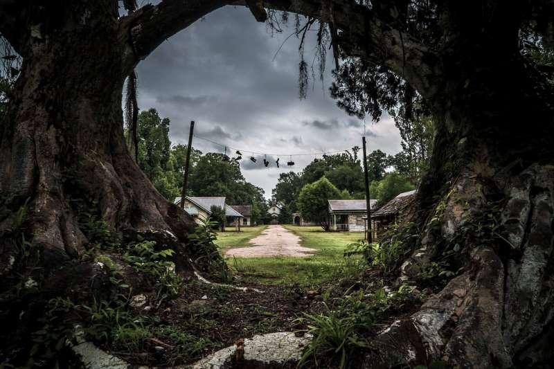 廢墟獵人Johnny Joo說,找到這麼多廢墟需要依賴於職業嗅覺不斷去搜尋,尤其是對火災、颶風、凶案、企業破産之類的新聞做出及時反應。(圖/Johnny Joo臉書粉專)
