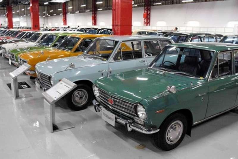 現場陳列450輛以上日產往年的車輛,照片右1為初代SUNNY。(潮日本提供)